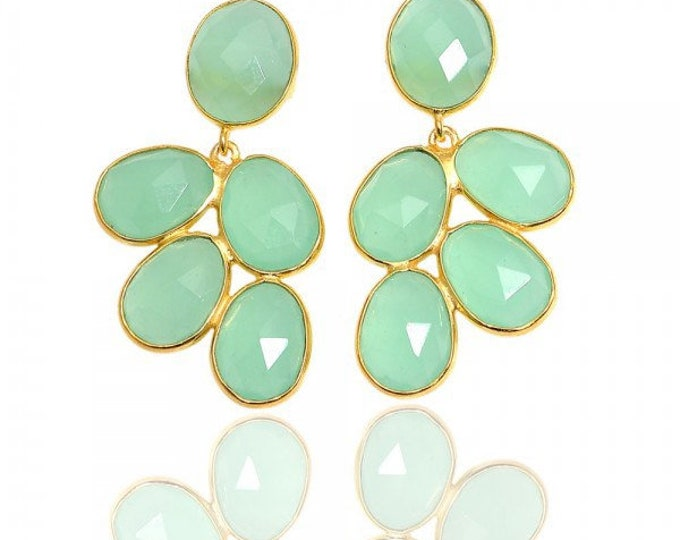 Silver earrings and stones, cluster earrings in green chalcedony. GINA Calcedonia Earrings.