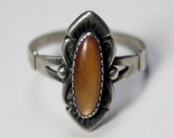 Vintage Sterling Silver Orange Paua Shell Wheeler Manufacturing Company Band Ring Size 9