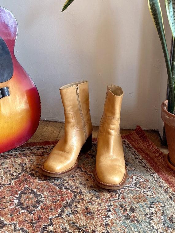 Vintage 90s Steve Madden Tan Square-Toe Leather Bo