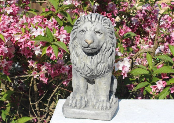 Brave Heart Stone Lion Statue, Stone Garden Ornaments, Cornwall Stoneware  ®, Garden Decoration, All Weather Gift Idea, Outdoor Living
