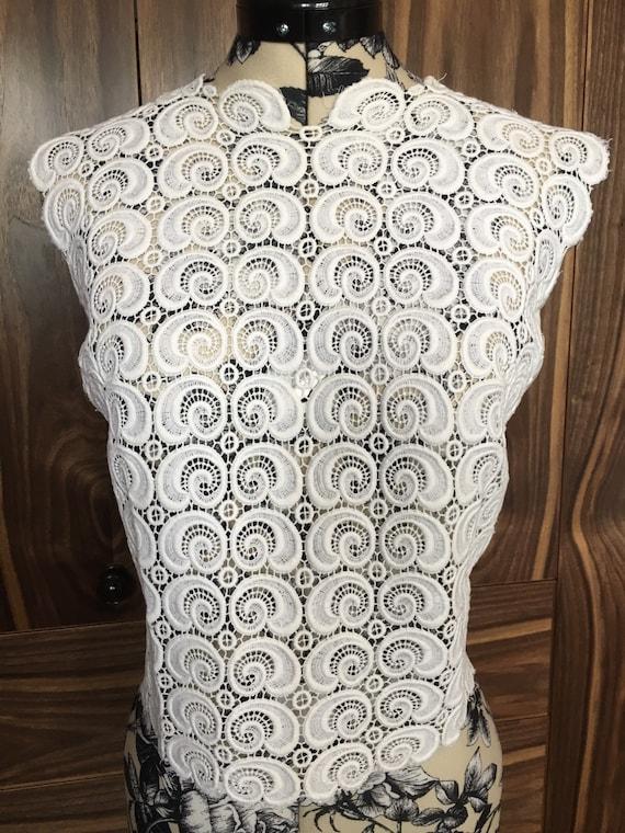 Vintage Guipure Lace Front Blouse / Buttoned Back