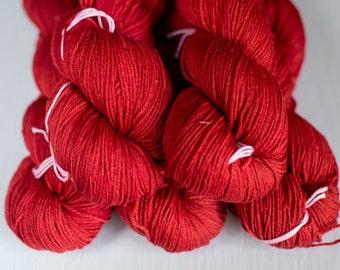 Rosy ekologisk merino Rubinröd