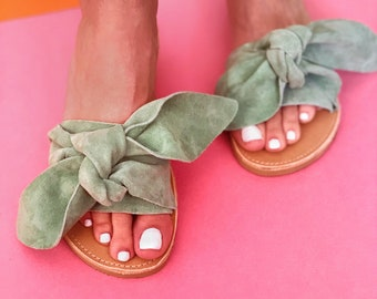 Bow leather sandals in mint color
