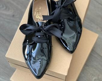Shiny leather black flats woman shoes