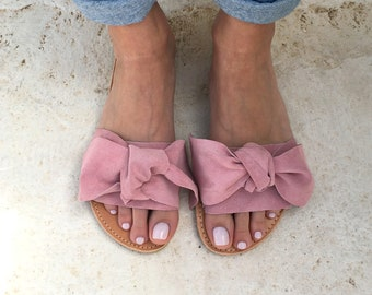 bow sandals in light pink leather