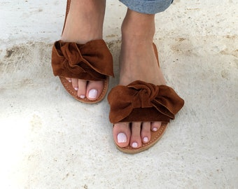 bow sandals in brown leather