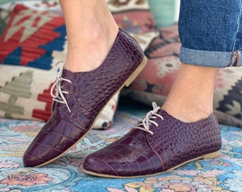 Leather Oxford Shoes in Burgundy. Classic oxford ladies shoes. Leather saddle shoes Bordeaux