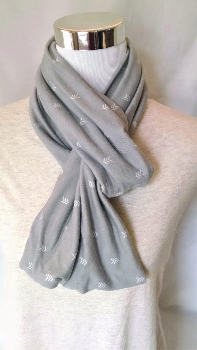 infinity scarf of gray with white arrow design  100% cotton image 0