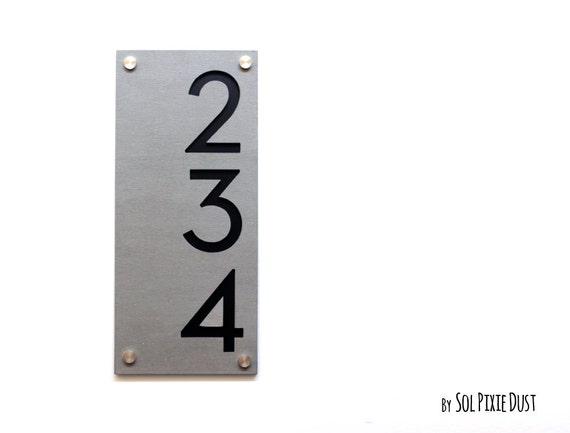 Numéros de maison moderne, en béton avec numéro de porte adresse - signe Plaque - acrylique noir - Vertical - maison contemporaine
