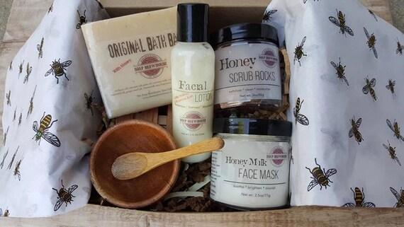 Set of 4 Bridesmaid Spa Gifts/Honey Milk Spa Gift Set/Bridal Spa Gift Set/Birthday Gift Set/Soap Scrub Lotion Face Mask Gift Set