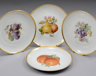Heutschenreuther Set of 23 plates decorated with fruit