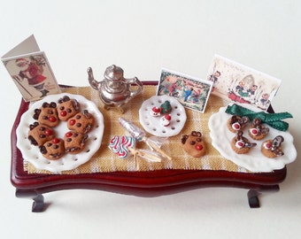 1:12 dollhouse miniature Christmas cookies and sweets / Miniature food scale one inch / Christmas gingerbread deer biscuits / Dollhouse food