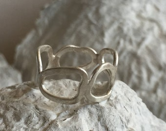 Sterling silver chain ring.  Modern unisex ring.