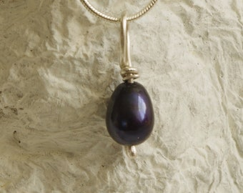 Sterling silver pendant with a black pearl.