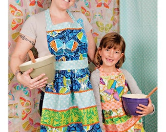 Mommy & Me Aprons Sewing Card - Valori Wells