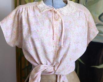 Medium – Sweet blouse with tie