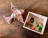 Vintage Christmas wood Ornament - mexico bird - diorama
