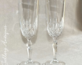 Pair of Vintage Crystal Glass Champagne Flutes 20.5cm Tall c.1980's with Fan and Cross Design (ref: 5025)
