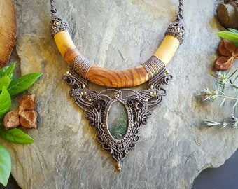Moss Agate & Handcarved Olive Wood macrame choker. Bohemian jewelry. Boho chic. Handcrafted jewelry. Gemstone jewelry. Unique design.