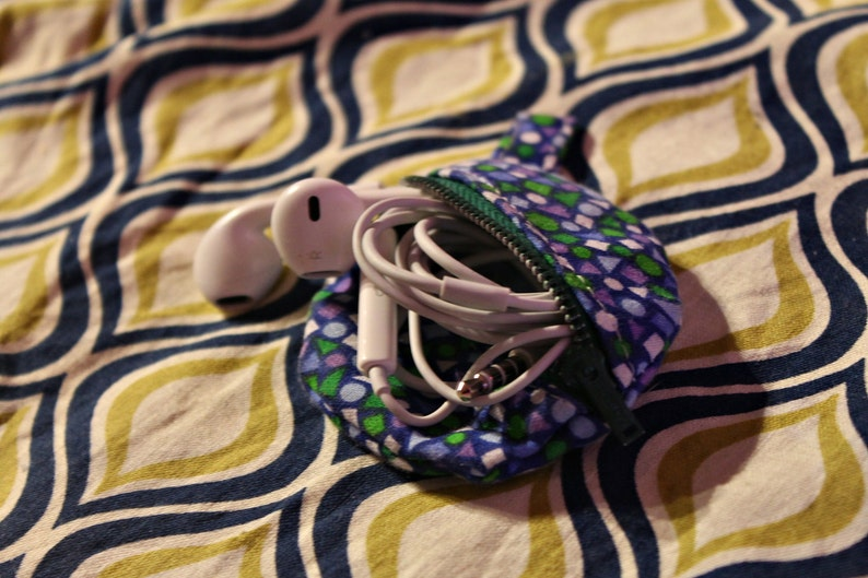 Earbud pouch image 0