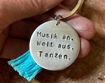 Musik an. Welt aus. Tanzen. * hand-stamped silver chain * dancer DJ musician hiphop accessory * German quote pendant