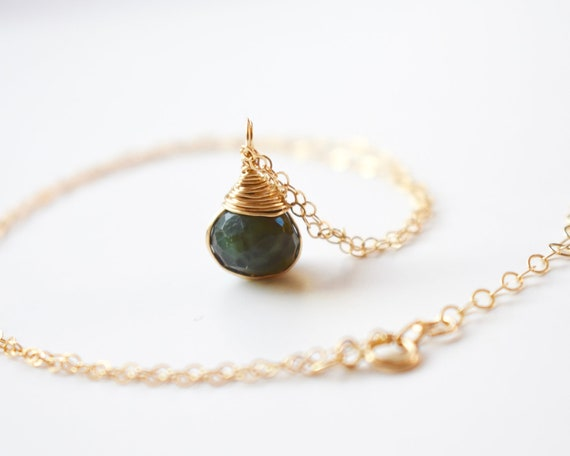 Vente Élégant BRUTS NATURELS Ruby 24k Plaqué or Mini Pendentif Gemstone Jewelry