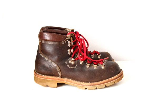 d0f8f45e282 Vintage men's hiking boots size 10
