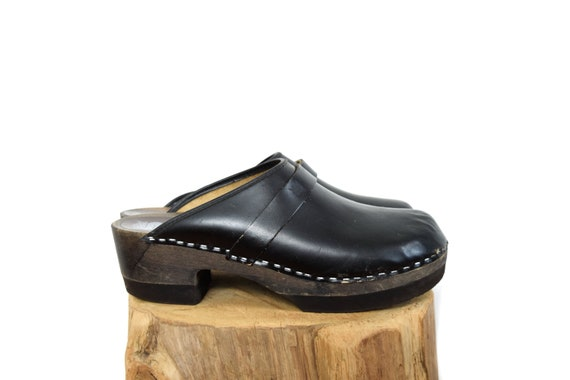 vintage black leather clogs | size 10