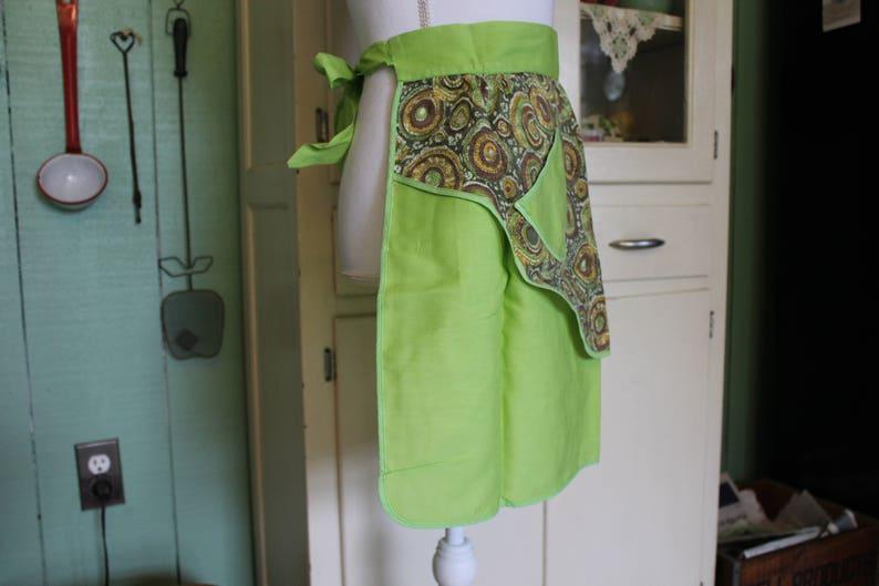 Retro Apron 1970s Mod Green Apron Vintage Apron for Your Retro Kitchen Two Sided Apron Reversible Avocado Green Half Apron