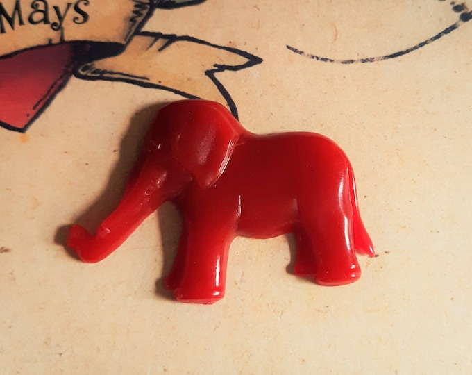 Resin Jewelry By RosieMays Vintage Reproduction Bakelite Inspired Elephant Brooch In Berry Red 40s 50s Style