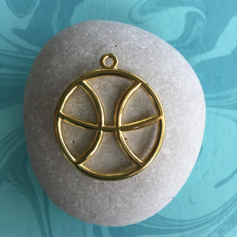 Pisces Sign Gold Plated Zinc Based Alloy Pendant Round Hollow 34x30mm Pendant-Charms