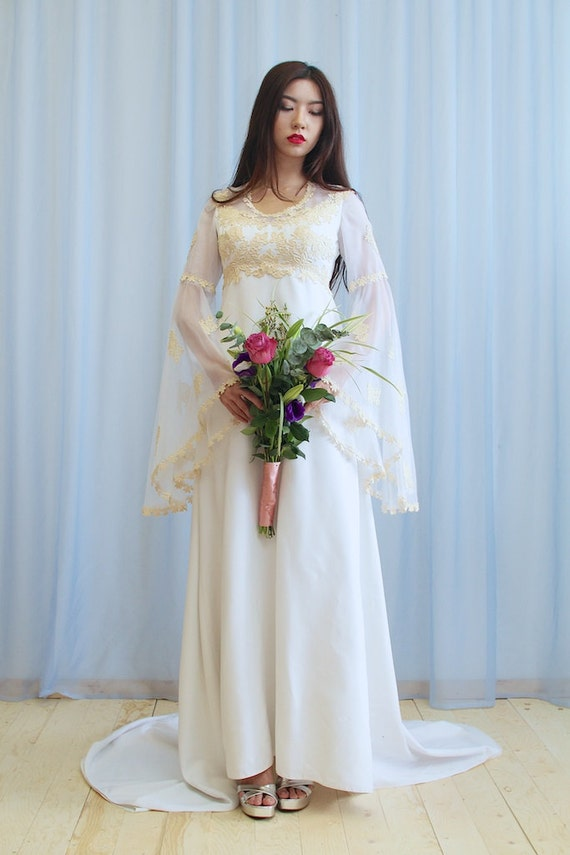 50 Sale La Angelique 1970s Boho Wedding Dress With Bell Sleeves