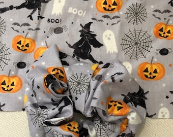 Halloween scrunchie, spiders, witch on broom, witches pumpkins pony tail holder , trick or treat scrunchies, Halloween hair style,hair ties
