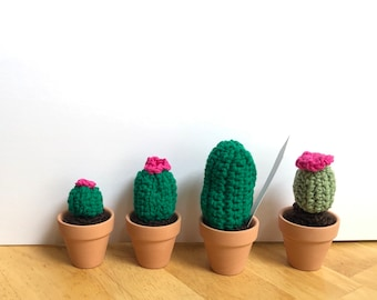 Mini cactus, set of 4 miniature crocheted cactus set, mini cacti, amigurumi , cactus toy, succulent, nature lover gift , teachers gift