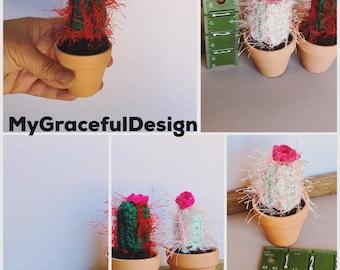 Mini cactus, ferocactus, crocheted mini cacti, amigurumi , cactus toy, succulent lover gift , Arizona gift, cactus with flower