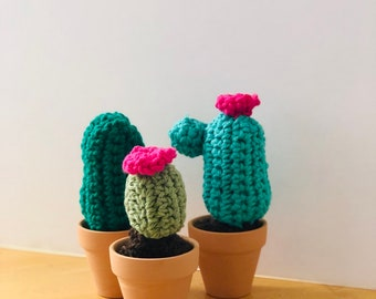 Mini cactus, miniature crocheted cactus set, mini cacti, amigurumi , cactus toy, succulent lover gift , teachers gift, cactus with flower