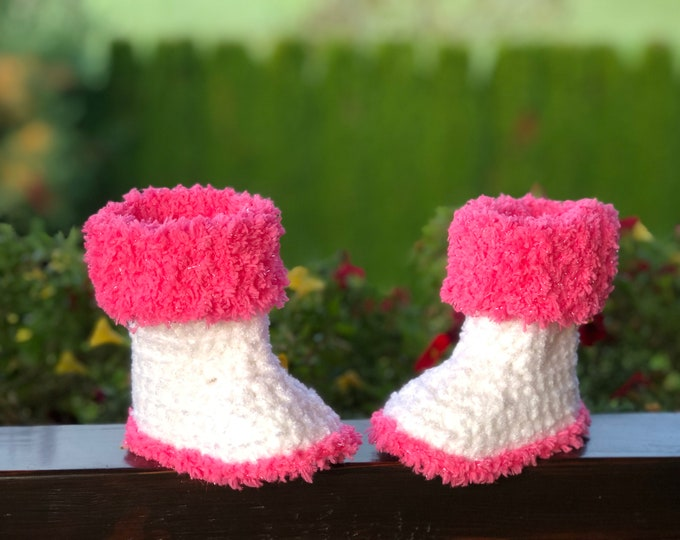 Crocheted winter booties - soft acrilic yarn (baby slippers, wool, baby gift, newborn, boy, girl)