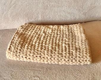 Fingerknited handmade chuncky soft blanket - beige< - Baby blanket - Pet blanket - Dog blanket