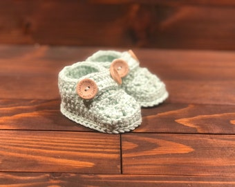 Baby booties, bamboo booties, crochet baby shower gift, newborn gift, baby girl, baby  boy, first shoes, green