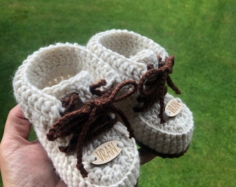 MERINO YARN 100%, baby personalised booties, sneakers, baby shower gift, newborn gift, baby girl, baby  boy, first shoes with name, uniqe