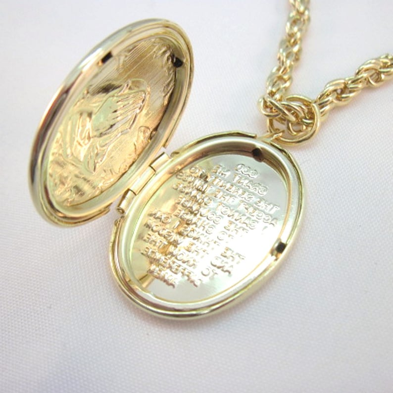 hands not centered!!! Praying Hands Pendant Serenity Prayer GEP Locket with Rope Chain