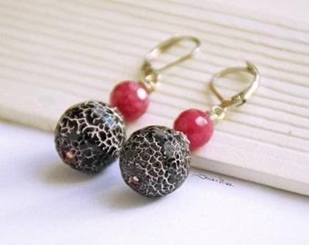 Black and Fuchsia short earrings