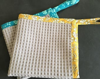 Paper towel suspend a nest of bee and Liberty fabric