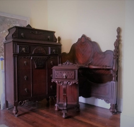 Bedroom Set Victorian Carved Mahogany 4 Poster Bed, Dresser, night stand A  beautifully & intricately designed ensemble.