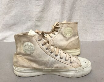 11da1fe35b3ed 40s Canvas Hi Tops Sneakers    Size Men s 7 M Basketball Shoes    Red Band  NOS