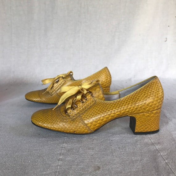 60s Yellow Shoes // Size 6 Mod 60s Chunky Heels  G