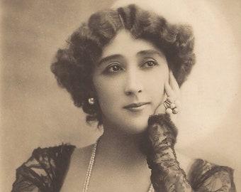 The Vintage Prophetess