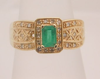 Ladies Emerald & Diamond 10K Yellow Gold Ring