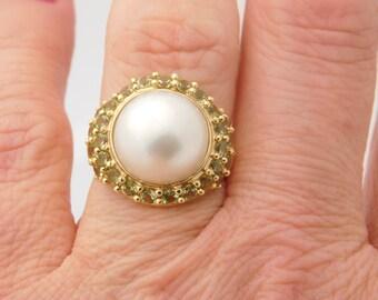 Ladies  Mabe Pearl And Peridot Ring 14K Yellow Gold