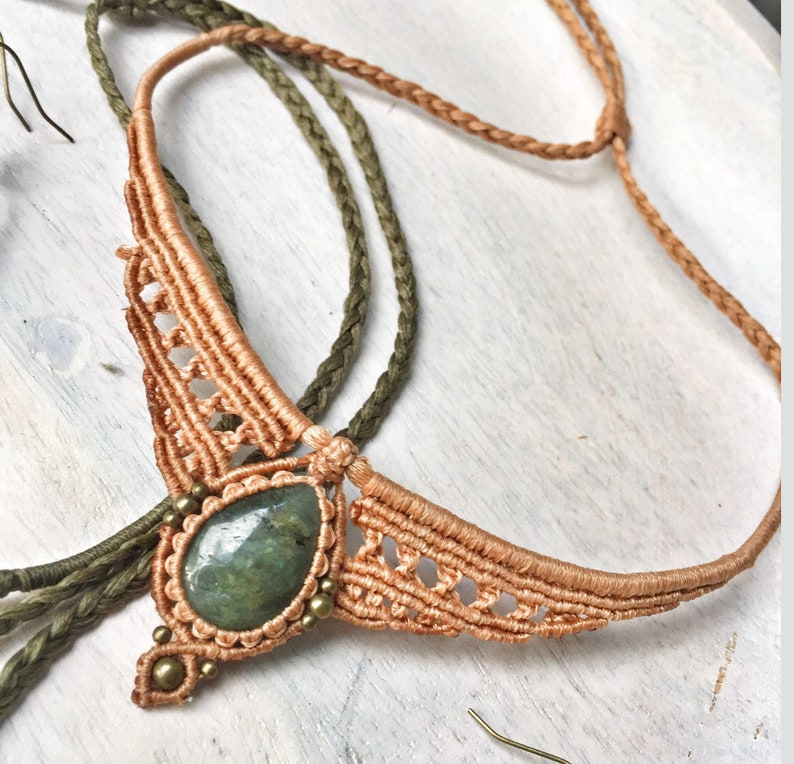 Green Labradorite /& Brass Leather Choker